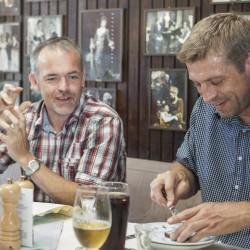 Restaurant Teater Bodega spisende gæster - Foto: Detaljerytterne